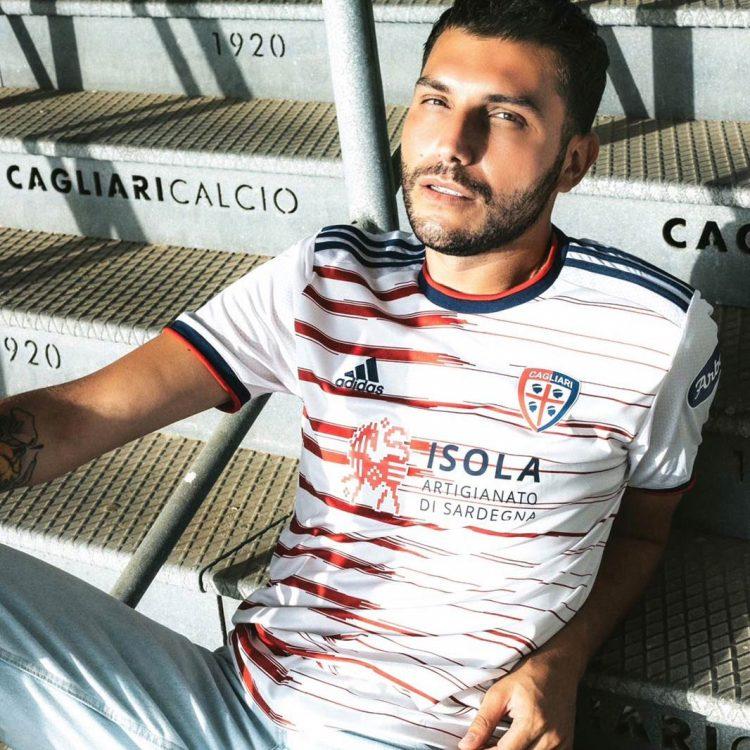 Nuova maglia away Cagliari 2021-22