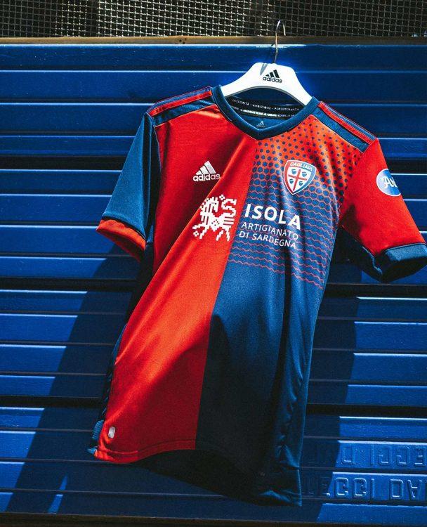 Kit home Cagliari 2021-22