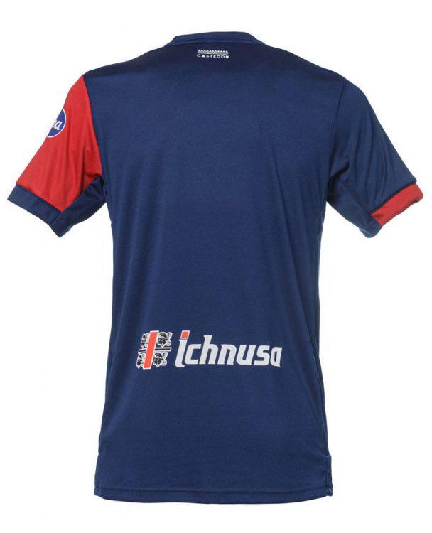 Il retro tutto blu della nuova maglia del Cagliari
