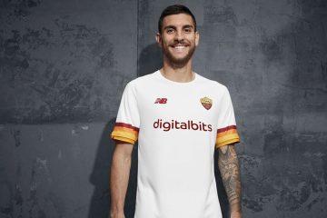Pellegrini con la nuova maglia away della Roma 2021-2022