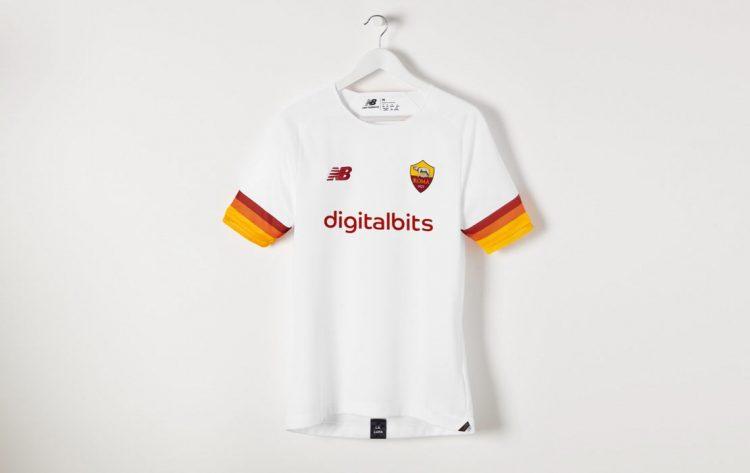 La nuova maglia away della Roma 2021-2022
