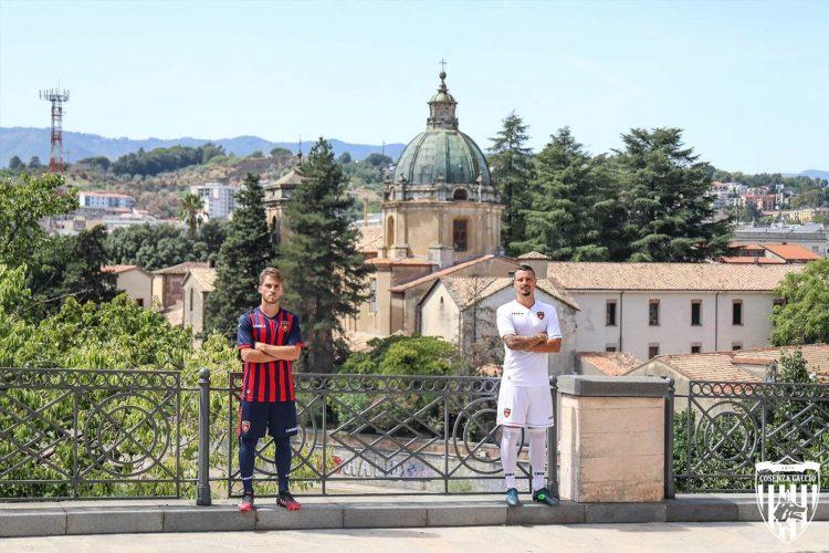 Le divise del Cosenza fotografate in città