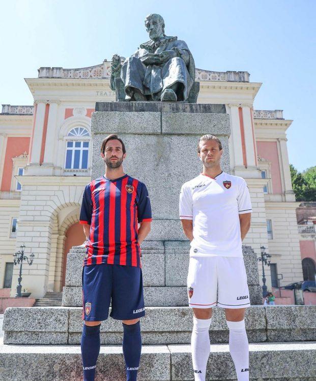 Le nuove divise del Cosenza in Serie B