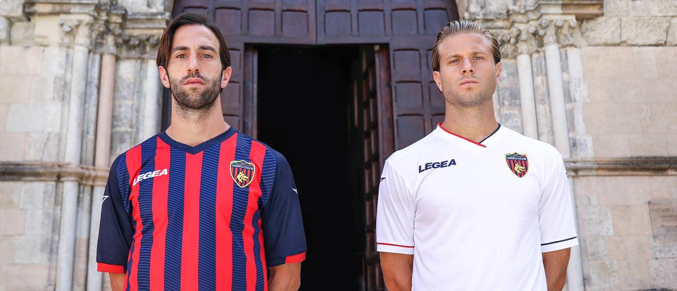Le nuove maglie del Cosenza 2021-2022 in Serie B