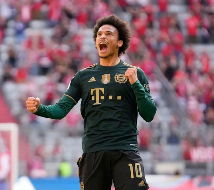 Sanè esulta con la maglia verde del Bayern