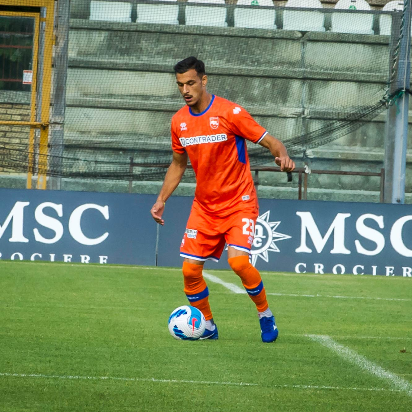 Kit away Pescara arancione